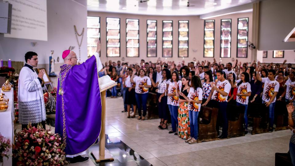 Dom Eduardo Malaspina preside Sacramento do Crisma na Paróquia São José em Jaú