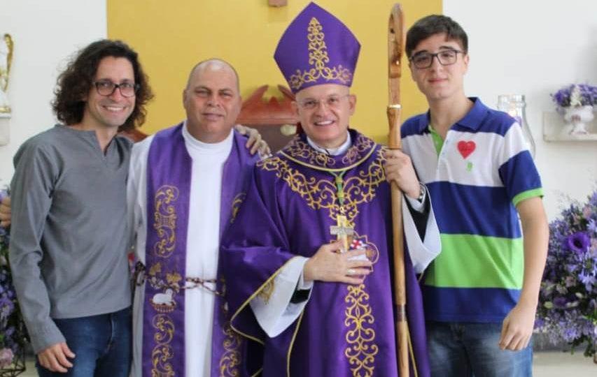 Bispo Auxiliar celebra Sacramento da Crisma em Araraquara