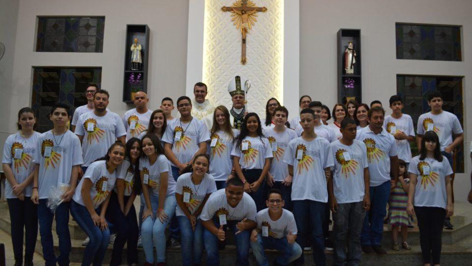 Através do Sacramento da Crisma jovens renovam o compromisso com Jesus Cristo