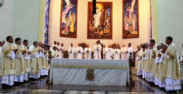 Bispo Diocesano ordena 16 Diáconos Permanentes para Diocese de São Carlos