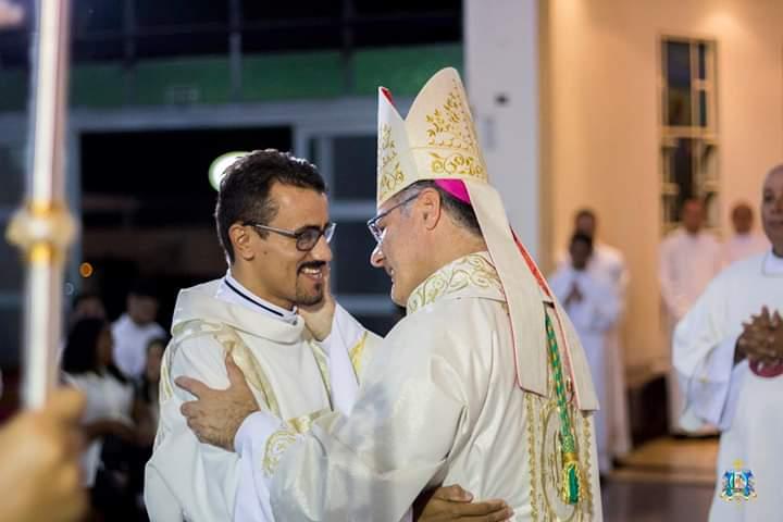Dom Paulo Cezar ordena Regivânio Martins da Silva Diácono Transitório