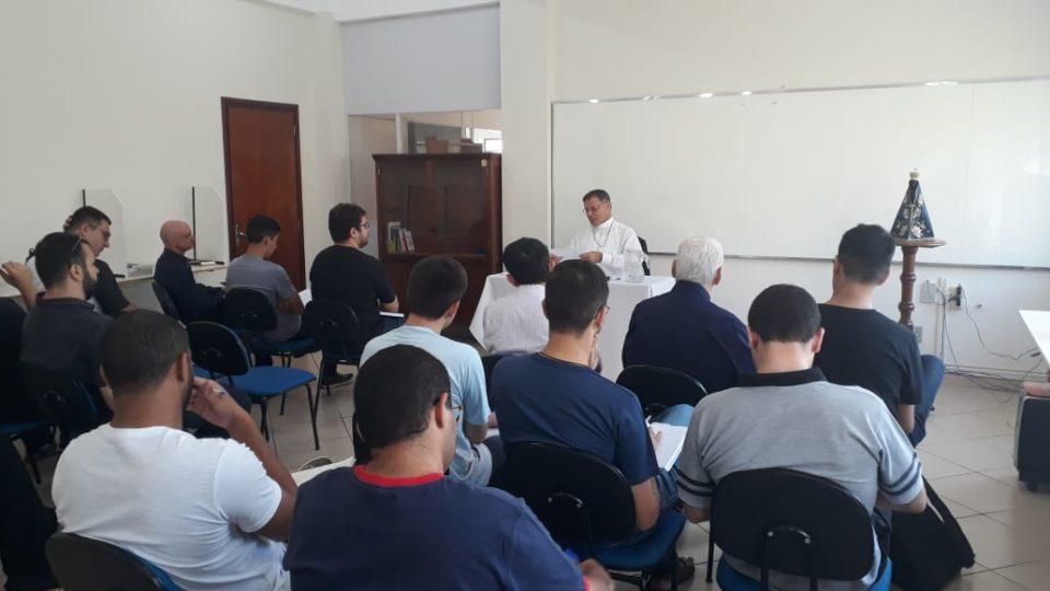 Dom Paulo Cezar ministra Aula Inaugural no INFISTA