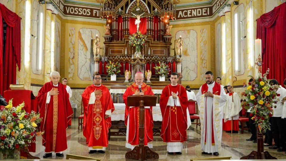 Itápolis recebe Dom Eduardo Malaspina para celebração da Crisma