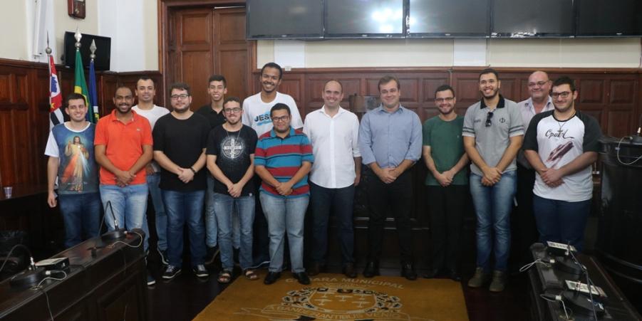 Vereador Gustavo Pozzi acompanha turmas do seminário no Visite a Câmara