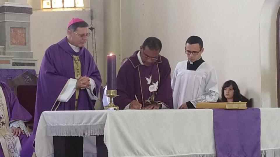 Padre Lázaro assume paróquia de Torrinha