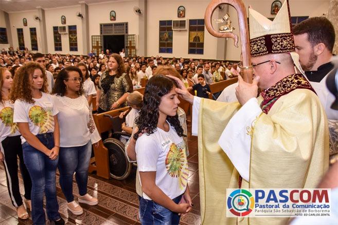 159 paroquianos receberam o Sacramento da Confirmação em Borborema