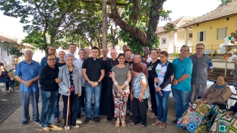 Bispo Auxiliar visita Vila Vicentina em Araraquara