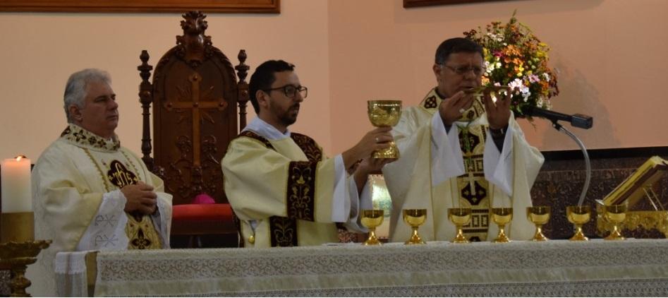 Dom Paulo Cezar preside Eucaristia na Catedral de São Carlos Borromeu