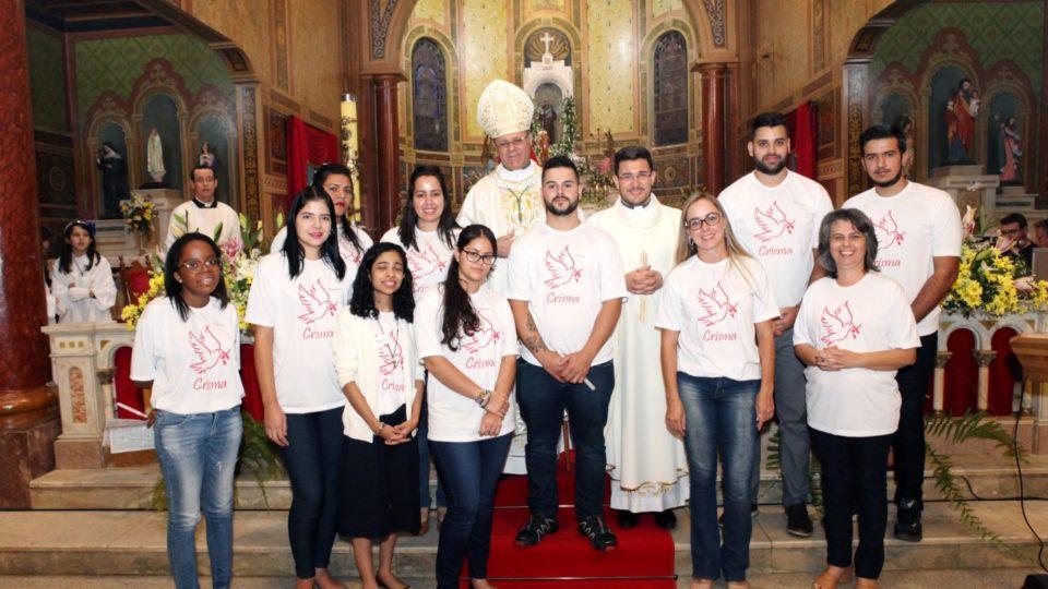 Bispo Diocesano preside Sacramento da Crisma no Santuário Santo Antônio em Araraquara