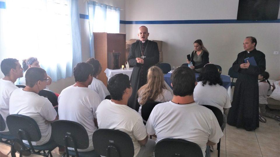 Dom Eduardo Malaspina visita APAE de Borborema em Visita Pastoral
