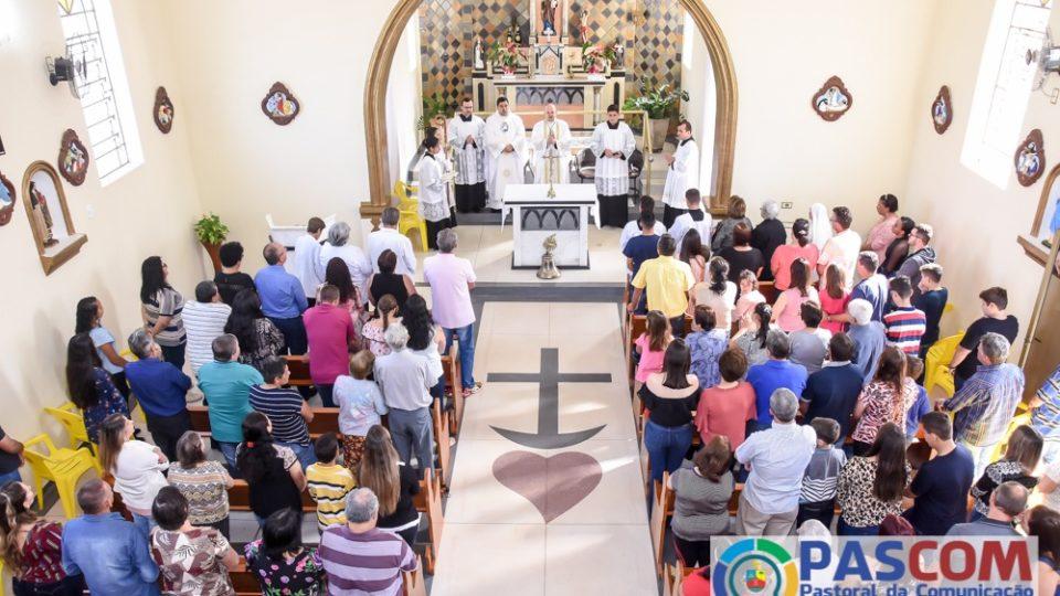 Visita Pastoral: Dom Eduardo Malaspina celebra na Vila Orestina