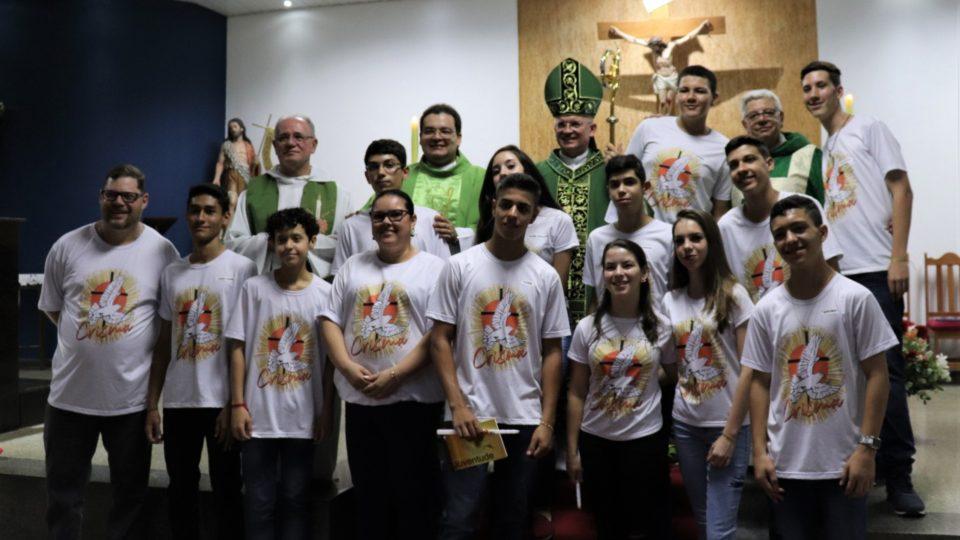 SACRAMENTO DA CRISMA NA PARÓQUIA SÃO JOÃO BATISTA EM ARARAQUARA