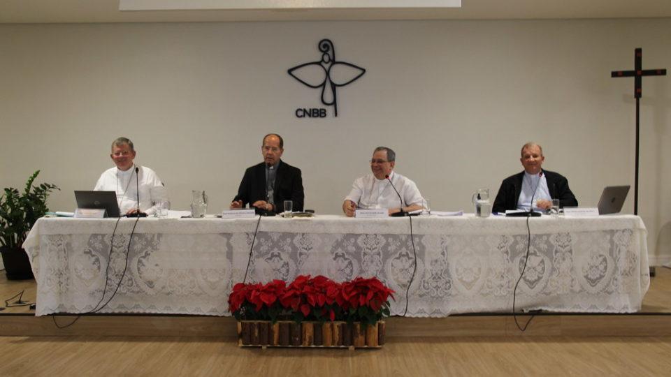 Dom Walmor Oliveira de Azevedo faz balanço da 100ª reunião do Conselho Permanente