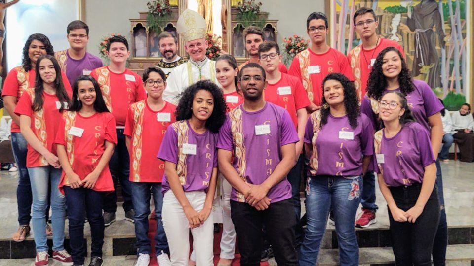 Paróquia São Francisco de Assis recebe Dom Eduardo Malaspina para o Sacramento da Crisma