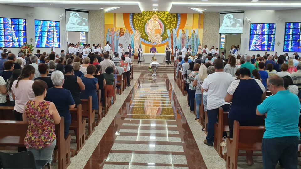 Assista a Missa de corpo Presente de Côn. Júlio