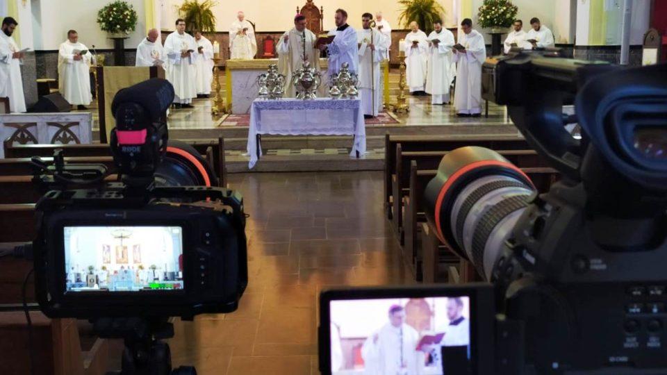 Pela Rede Social fiéis acompanham Missa do Crisma
