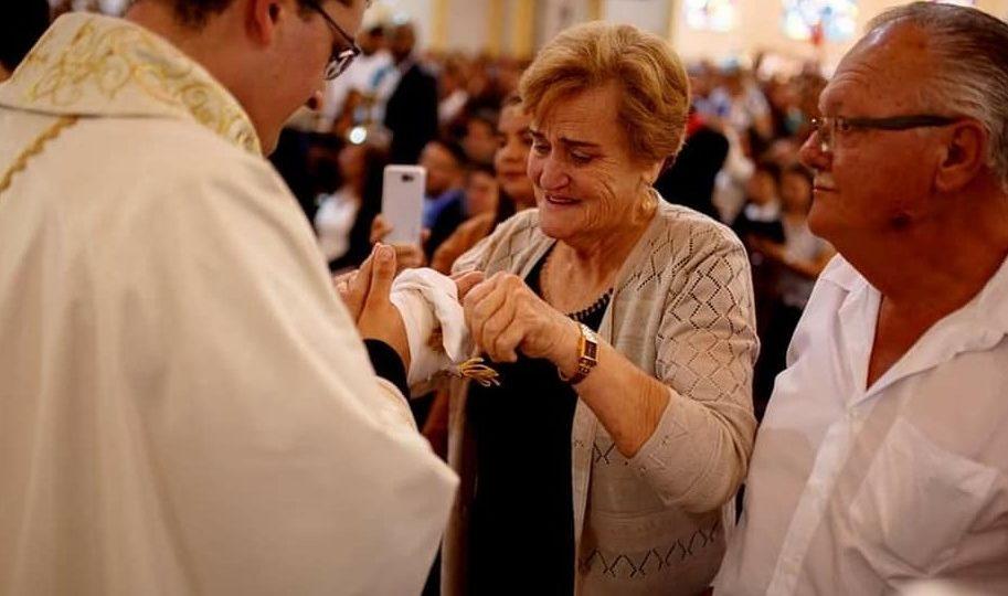 Comunicamos o falecimento da Sra. Aganir Schiaretti Mãe do Padre Helton Dias