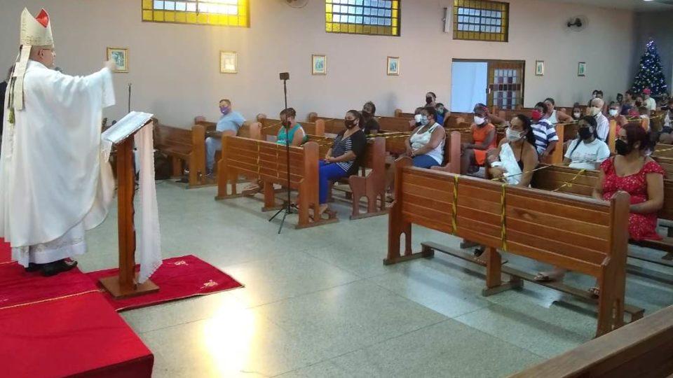Dom Eduardo Malaspina preside Missa de Natal aos moradores de Assentamento em São Carlos