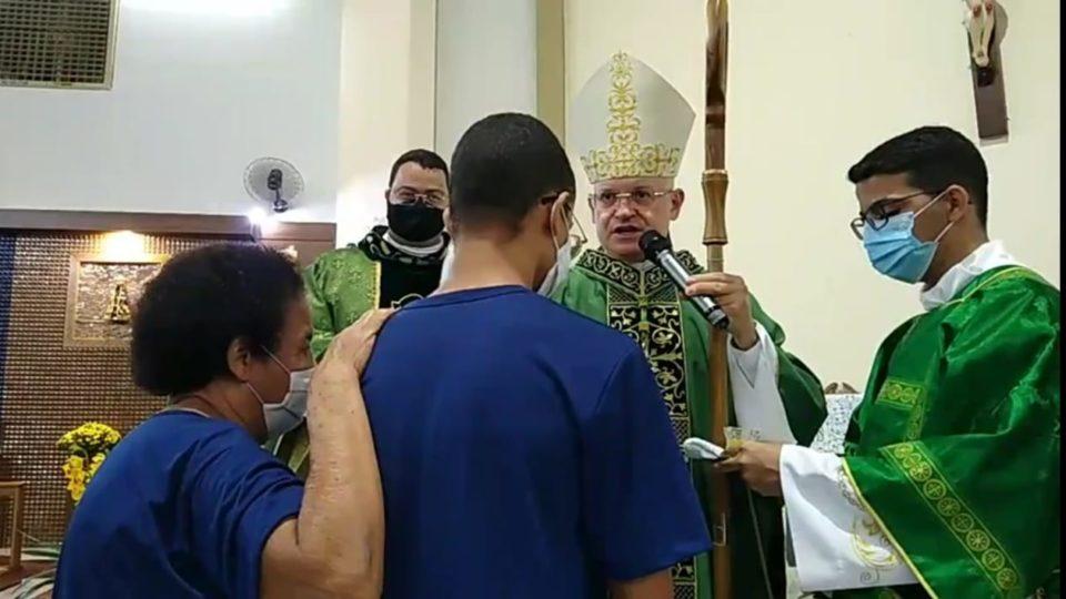 Dom Eduardo Malaspina preside Sacramento da Crisma no Santuário Nossa Senhora Aparecida