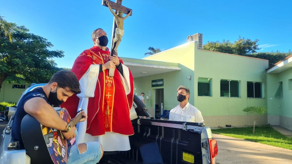 SANTA CRUZ VISITA HOSPITAL DE BROTAS