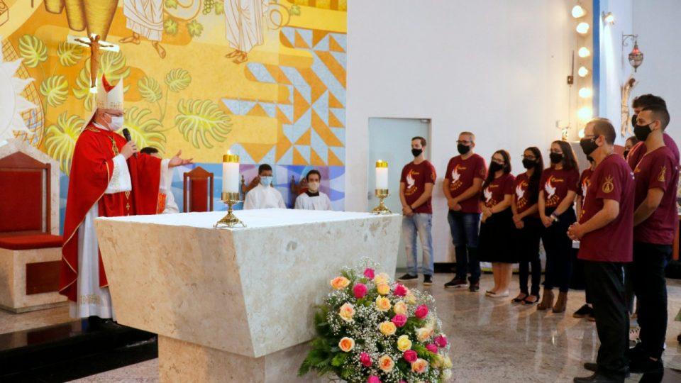 Dom Eduardo preside Sacramento da Crisma na Paróquia Nossa Senhora Aparecida