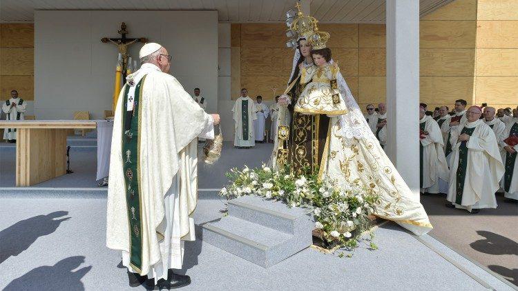 Nossa Senhora, flor do Carmelo