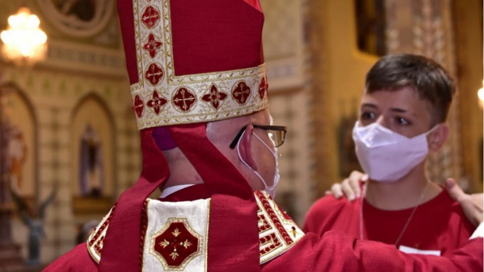 Dom Eduardo Malaspina preside Sacramento da Crisma na Paróquia Nossa Senhora do Patrocínio
