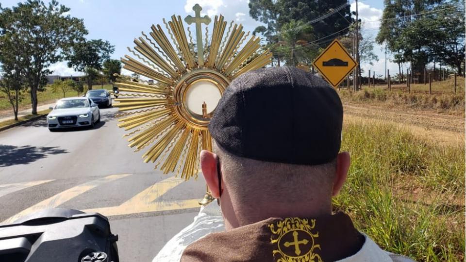"""Paróquia São João Paulo II vai realizar """"Missa Campal"""" no Jardim Embaré em São Carlos"""