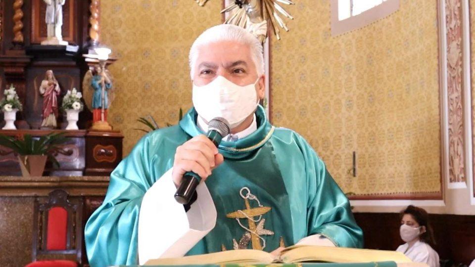 Padre Carlos deixa UTI