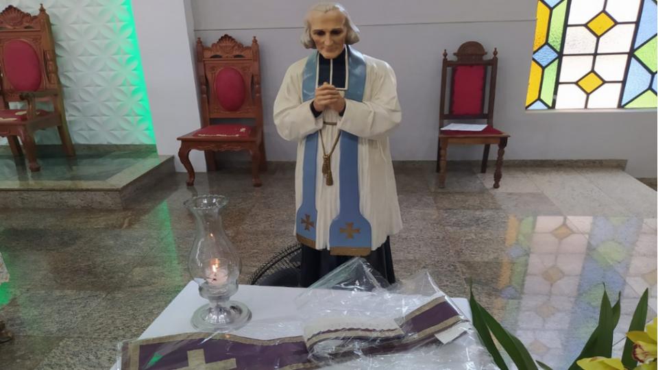 RELÍQUIA DE SÃO JOÃO MARIA VIANNEY NA PARÓQUIA SANTA HELENA E SANTO CURA D'ARS, EM JAÚ