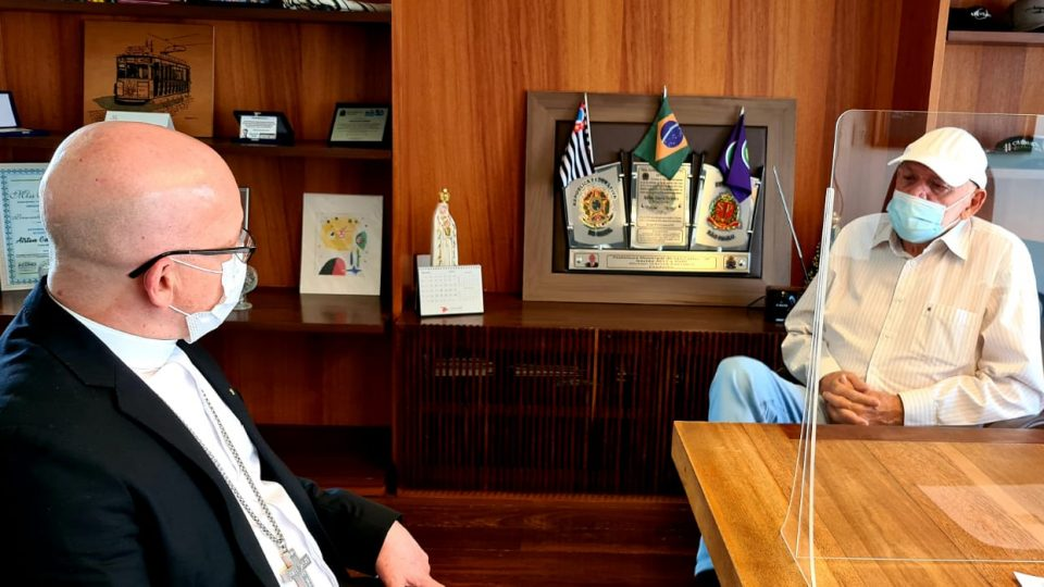 Administrador Diocesano se encontra com Prefeito de São Carlos